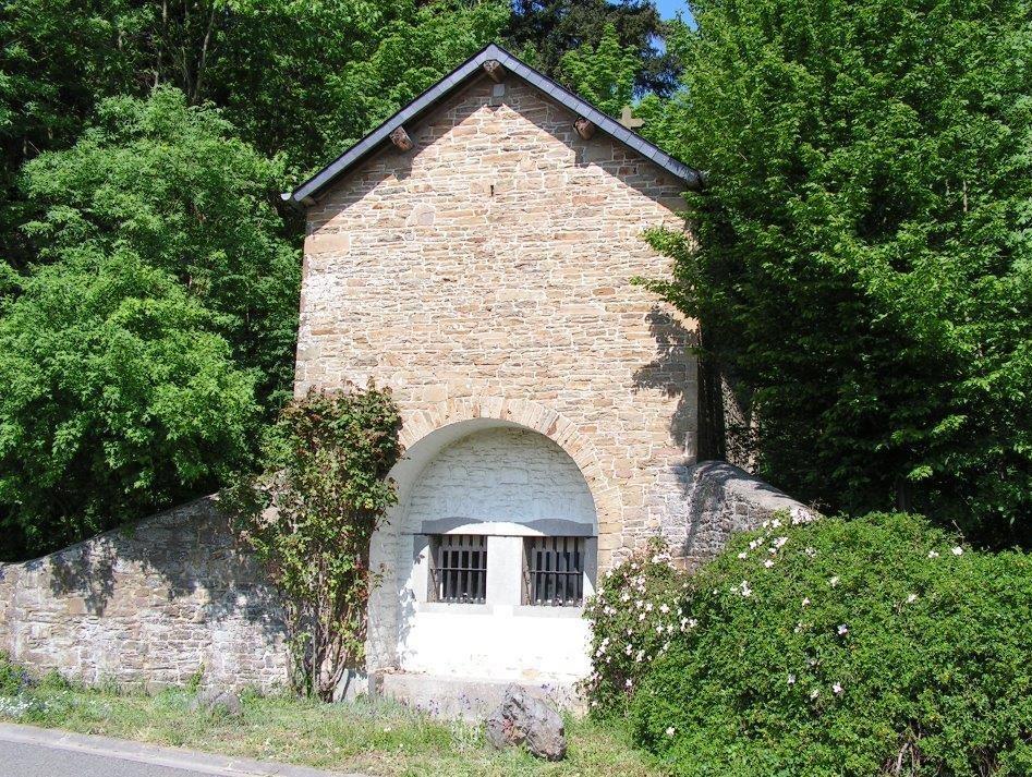 Florée - Chapelle Notre-Dame de la Salette - Château de Wagnée  mai 2008 ©OTA.JPG