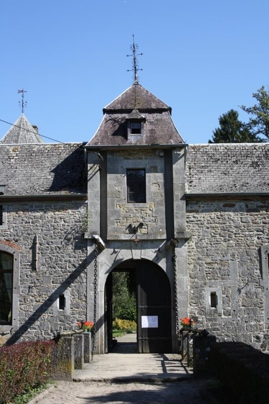 Maillen - Entrée château Arche - ©OTA.JPG